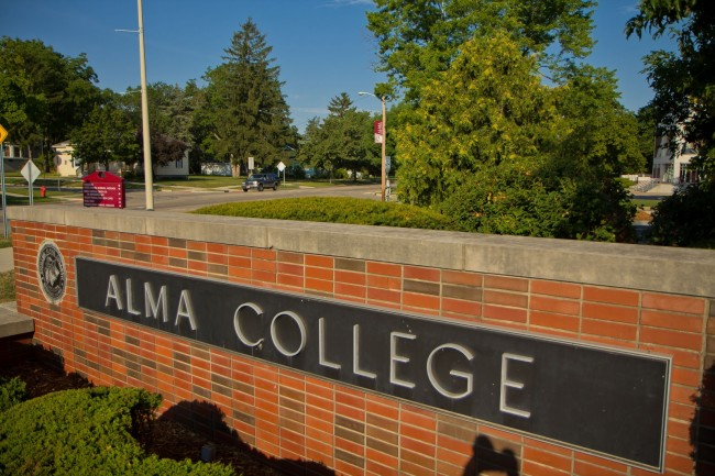 Alma College sign.