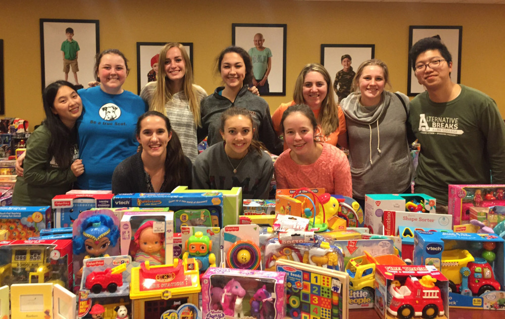 Alma College students serve during holiday breaks.