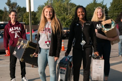 New students arrive for move-in day in fall 2017.