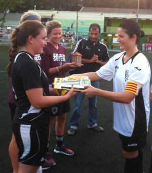 Teams exchange gifts in Spain.