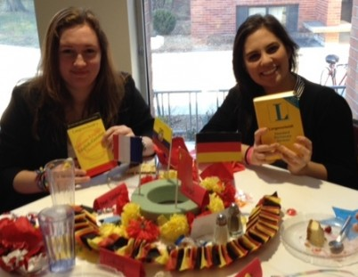 MariaPaz and Deve love their presents: a German dictionary!