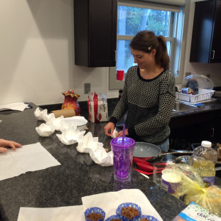 Teaching Assistant Rieke from Kiel shows how to fold napkins beautifully for special occasions.